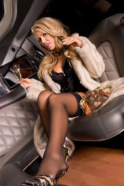 Anette Dawn Spreads Legs In A Limo 02